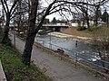 2018-04-02, Dreisamuferwege mit dem Neubau der Freiburger Kronenbrücke.jpg