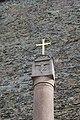 249 Karlštejn křížek před druhým vstupem na hrad.jpg
