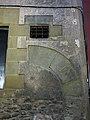 33 Casa Sala i Saçala, c. Corretgers 3 (Vic), arc cec i finestró.jpg