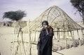 ASC Leiden - van Achterberg Collection - 6 - 063 - Une femme touareg avec un foulard noir, de grandes boucles d'oreilles en argent - Entre Tabelot et Agadez, Niger - janvier 2005.tif