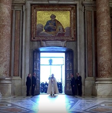Pope Francis opens the Holy Door marking the beginning of the Extraordinary Jubilee of Mercy. A Szentev kapujanak megnyitasa 2015 - Opening of the Holy Door 2015 4.jpeg