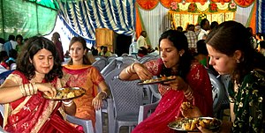 Etiquette of Indian dining - Image: A wedding feast in India, dining tradition