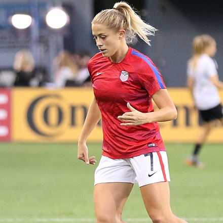Dahlkemper with the USWNT in September 2017. Abby Dahlkemper (36792787913) (cropped).jpg