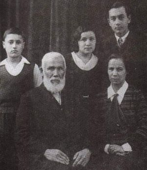 Islam in Japan - Abdurresid Ibrahim (center), Russian (Tatar) migrant to Meiji Japan, who became the first imam of Tokyo Camii.