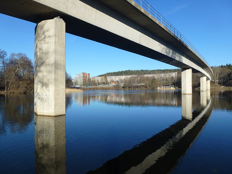 Albysjöns tunnelbanebro 2015.jpg