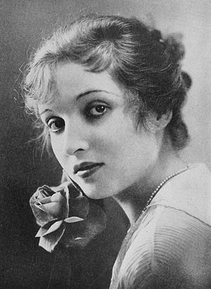 Alice Joyce - Picture of Joyce from Photoplay (1917)