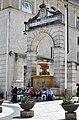 Antica fontana ferdinandea matera in piazza vittorio veneto matera.jpg