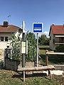 Arrêt de bus à Charchilla (Jura, France) en juillet 2018.JPG