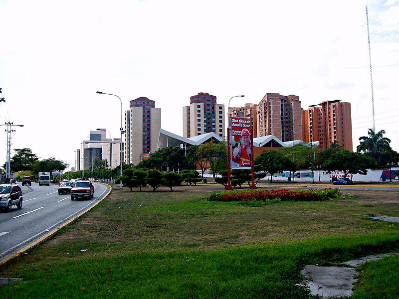File:Avenida Venezuela de Barquisimeto.jpg