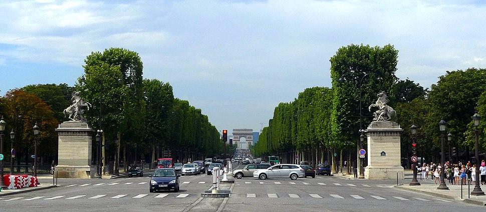 Avenue des Champs-Élysées 01