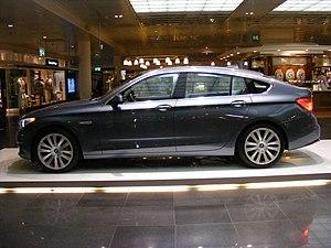 BMW 530d Gran Turismo (2009) - side view facin...