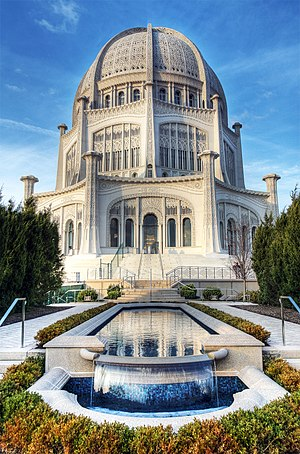 Bahá'í House of Worship (Wilmette, Illinois) - A pool is in front of the structure