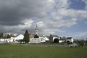 Le village et son église Saint-Lambert vus du sud