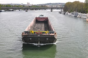 Barge Dole on the river Seine in Saint-Cloud 001.JPG