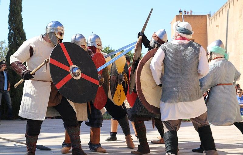 https://upload.wikimedia.org/wikipedia/commons/thumb/0/03/Batalla_vikingos-andalusíes_01.jpg/800px-Batalla_vikingos-andalusíes_01.jpg