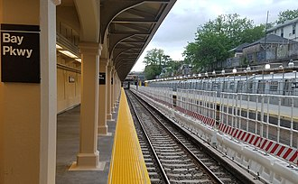 Bay Parkway (BMT Sea Beach Line) - Manhattan-bound platform