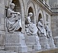 Bejárat - felújított szobrokkal.JPG