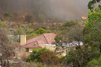 Bendigo - Fire threatening houses near Dean Street in Long Gully, west of Bendigo.