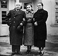 Benjamin Szymin with his wife Regina and daughter Halina Szymin-Shneiderman in Otwock in 1937.jpg