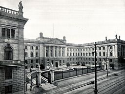 Preußisches Herrenhaus, Unbekannt [Public domain], via Wikimedia Commons