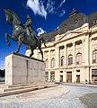 Biblioteca Centrală Universitară - Statuie Carol.jpg