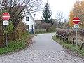 Blick in die Osdorfer Straße (in Höhe Einmündung Siedlerrain) in Richtung REHA- und Diakogelände - panoramio.jpg
