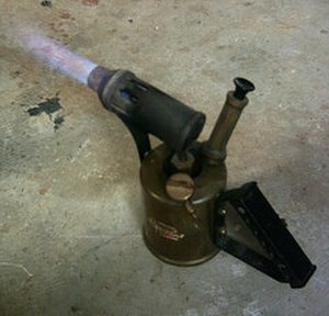 Blow torch - An old-fashioned kerosene/paraffin blowtorch/blowlamp