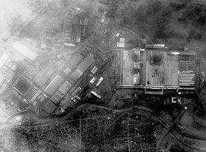 Guerre du Kosovo 300px-Bombing_of_Zastava_factory