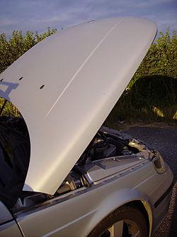 Bonnet raised Saab 9-5.JPG
