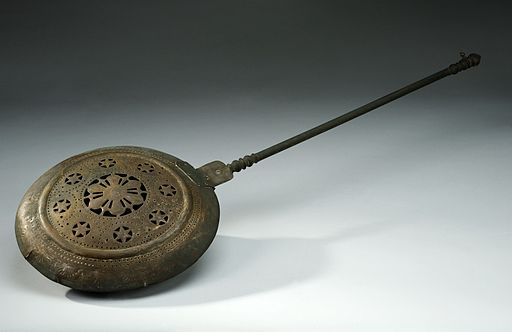 Brass warming-pan, Europe, 1801-1900 Wellcome L0058290