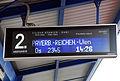 Breclav Zugzielanzeige am Bahnsteig.jpg