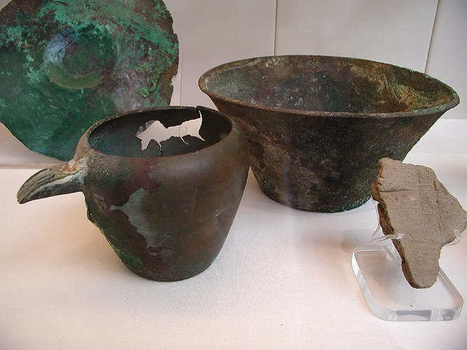 Bronze bowl and ewer
