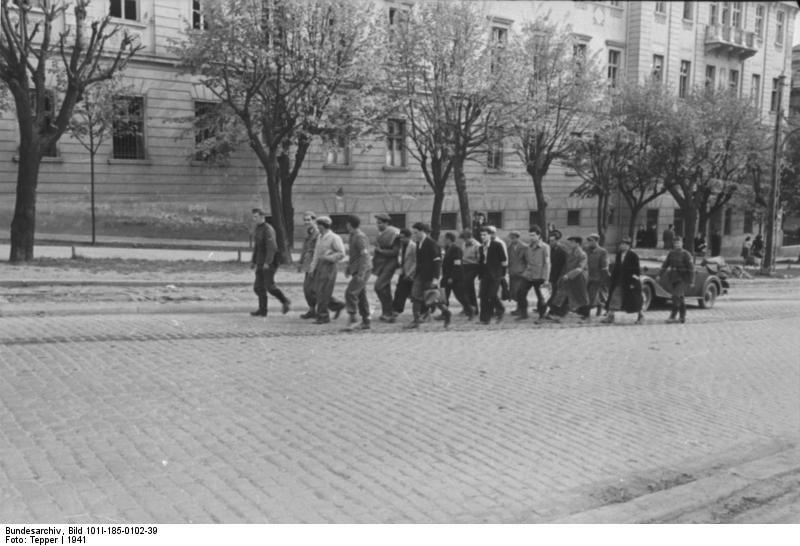 Bundesarchiv Bild 101I-185-0102-39, Jugoslawien, Männer beim Marsch