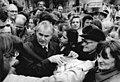 Bundesarchiv Bild 183-1990-0313-013, Waren, PDS-Wahlkampfauftritt Hans Modrow.jpg