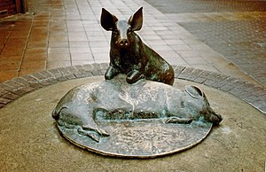 Calne - Bronze sculpture in Calne celebrating a longstanding industry of the town – Wiltshire-cured ham