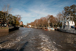 Canals in Tigre.jpg