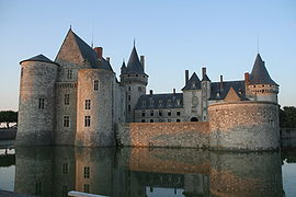 Castle sully france courtyard 2.jpg