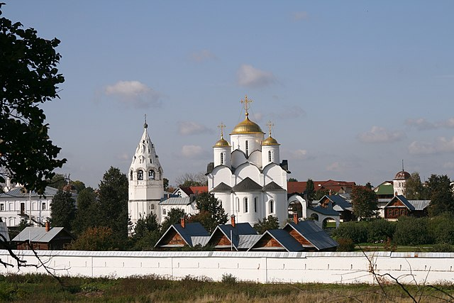 https://upload.wikimedia.org/wikipedia/commons/thumb/0/03/Cathedral_of_the_Intercession2.jpg/640px-Cathedral_of_the_Intercession2.jpg