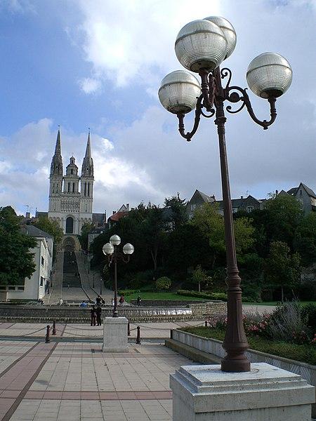 Fichier:Cathedrale saint maurice angers vue eloignee.jpg