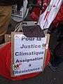 Chaîne humaine à Paris avant l'ouverture de la COP21 - Human Chain in Paris before the opening of the COP21 (23291689472).jpg