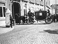 Chegada ao Palácio das Necessidades, após a cerimónia em São Bento, do juramento e proclamação de Dom Manuel II como rei de Portugal - 1908.jpg