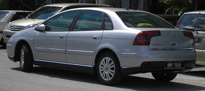 2010 - [Renault] Laguna 3 Restylée - Page 24 800px-Citroen_C5_%28first_generation%2C_first_facelift%29_%28rear%29%2C_Serdang