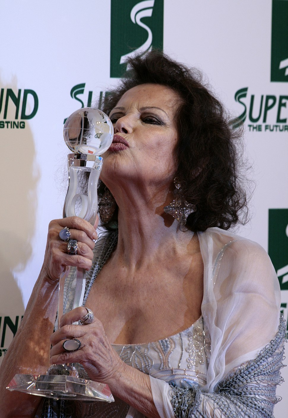 Claudia Cardinale, Women%27s World Awards 2009 b
