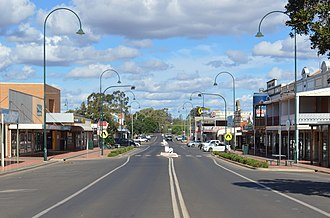 Cobar - Marshall Street, the main street of Cobar with, on the right, the Great Western Hotel. Cobar retains much of its late 19th-century architecture.