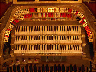 Theatre organ - Console of the 3/13 Barton Theatre Pipe Organ at Ann Arbor's Michigan Theatre