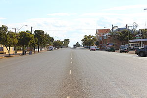 Great Eastern Highway - View west along Great Eastern Highway in Coolgardie