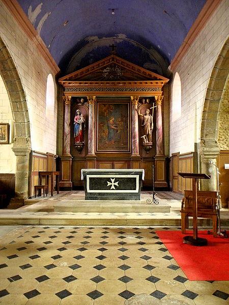 Église Saint-Julien du Mans de Couesmes-en-Froulay, commune de Couesmes-Vaucé (53). Chœur.