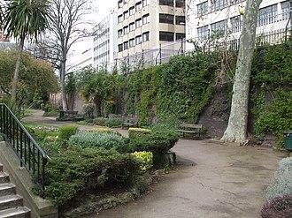 Queen's Gardens (Croydon) - Image: Croydon Central Station 4