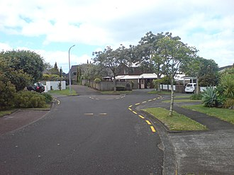 Pakuranga - A quiet cul-de-sac away from the main roads which dominate Pakuranga.