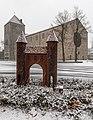Dülmen, Skulptur des Lüdinghauser Tors (und Heilig-Kreuz-Kirche) -- 2015 -- 4923.jpg